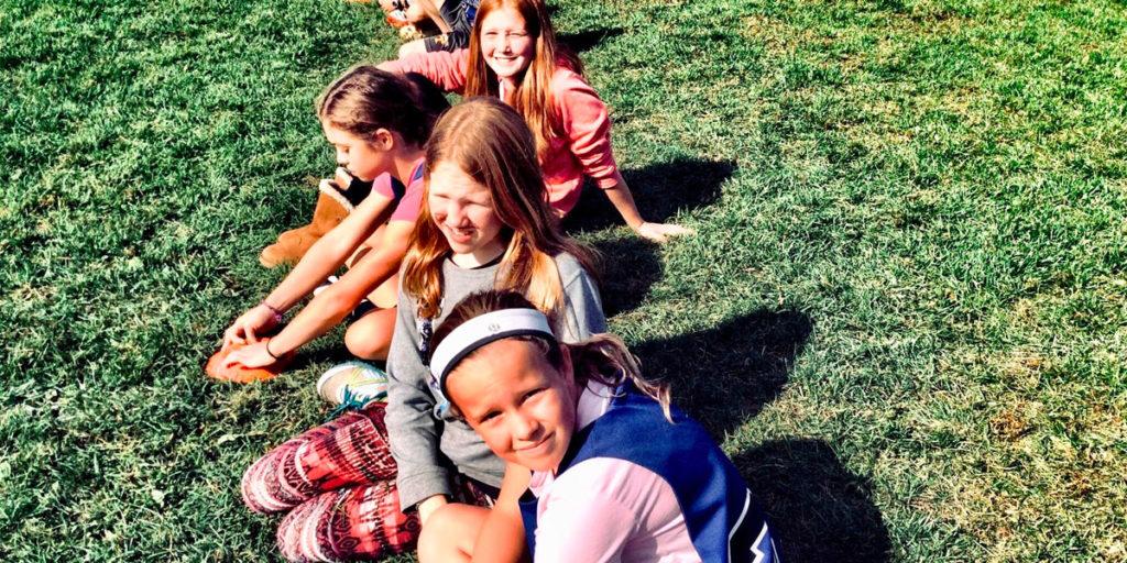Flickor på träningsläger, sommarjobb som idrottstränare
