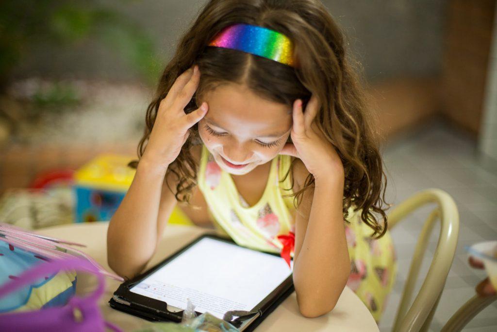 barnvakt och läxhjälp över skype