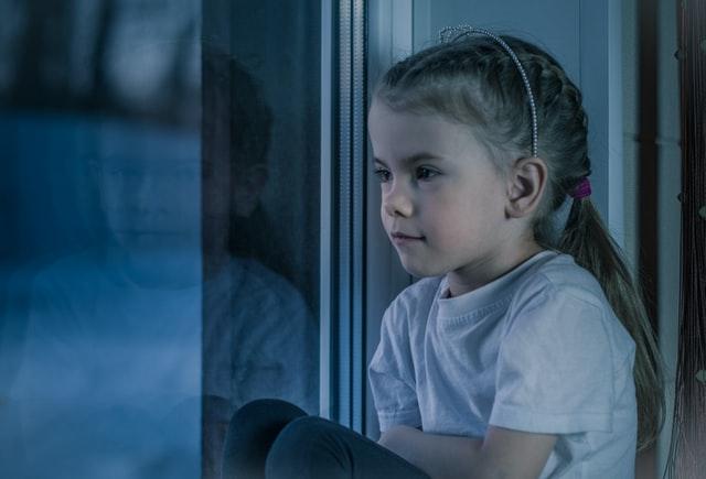 flicka ont i magen - förstoppning hos barn
