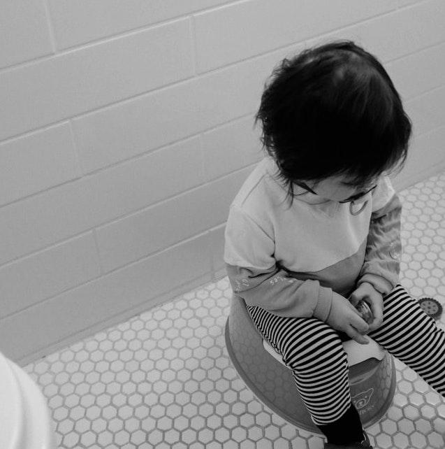 barn på potta - förstoppning och barn