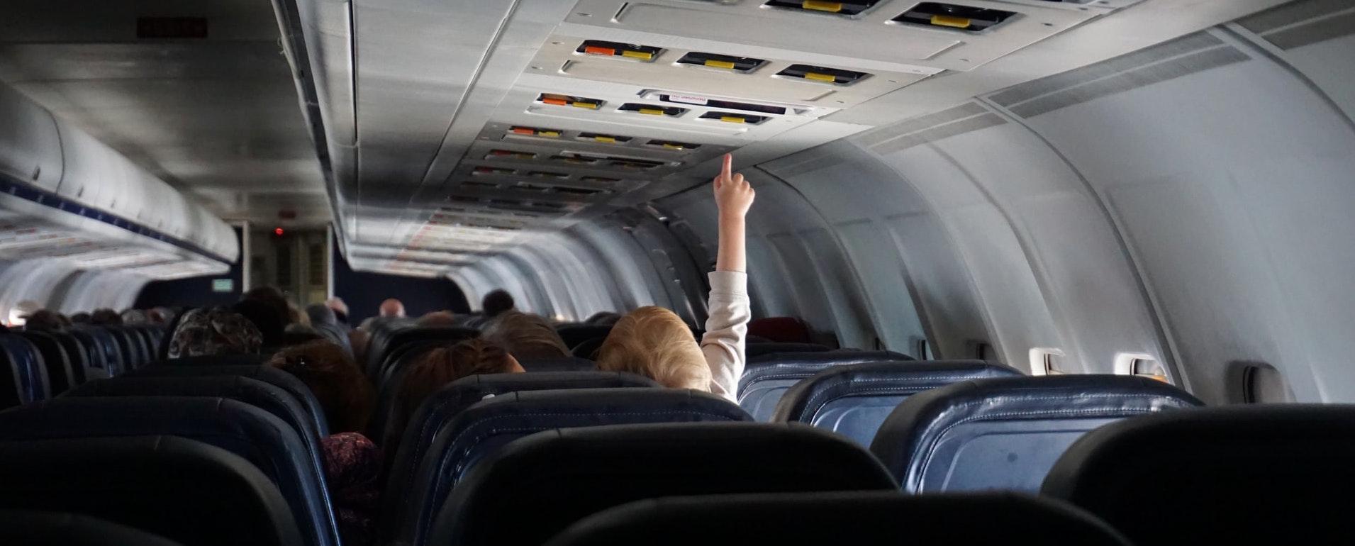 Barn på flygplan - resa med barn