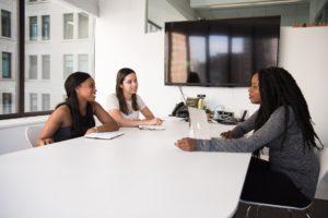 Tre kvinnor som förklarar att så här lyckas du med din arbetsintervju!