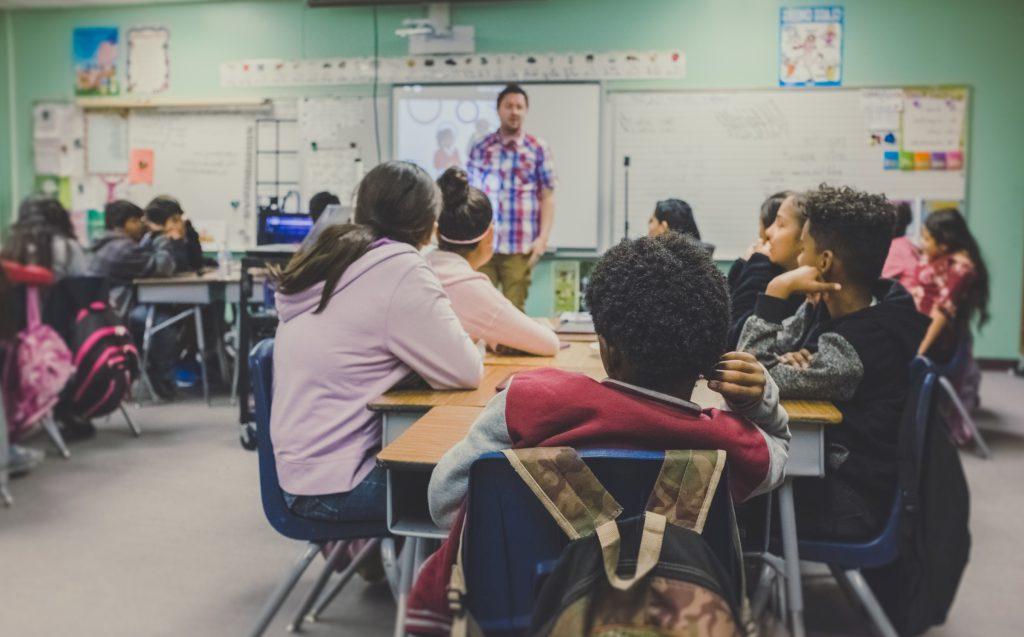 En skolklass som utbildas i retorik