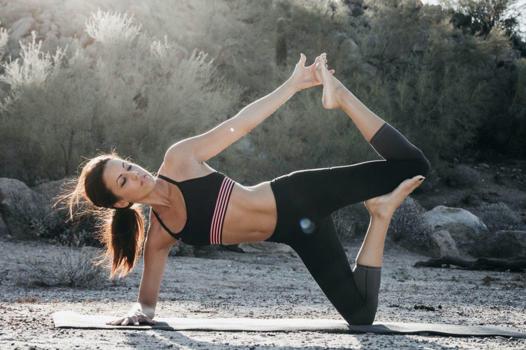 Yoga som denna  kvinna göra kan vara smart att under tiden efter förlossning