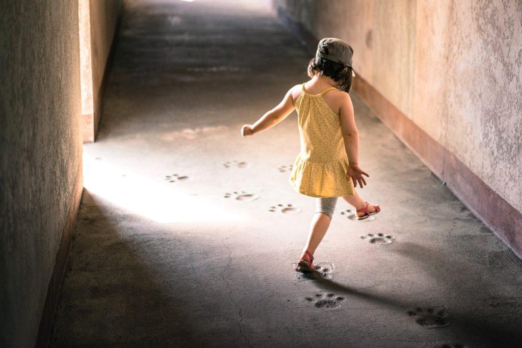barn som går på tå kan göra det av många anledningar, läs mer här