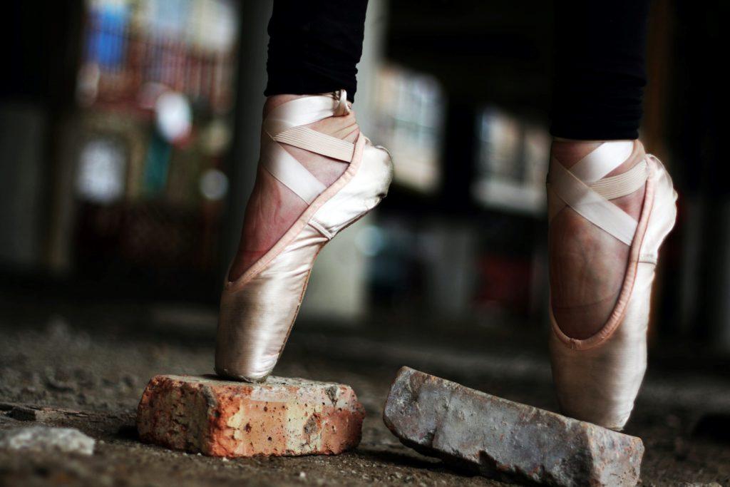 Att gå på tå är något som ballerinor gör ofta, men barn är oftast inte ballerinor