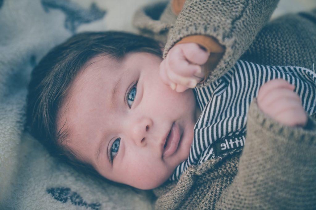 för en bebis att vända sig är en stor milstolpe i dess liv