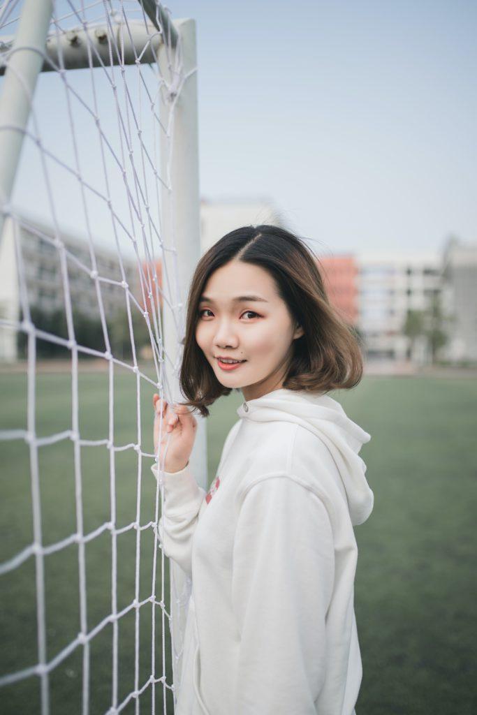 Att prova på nya saker som exempelvis fotboll är vanligt för tjejer i puberteten