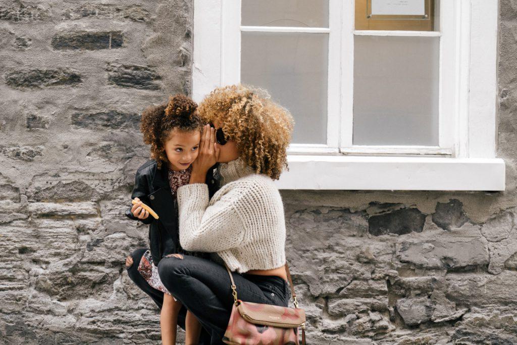 En mamma som sätter gränser för sin dotter