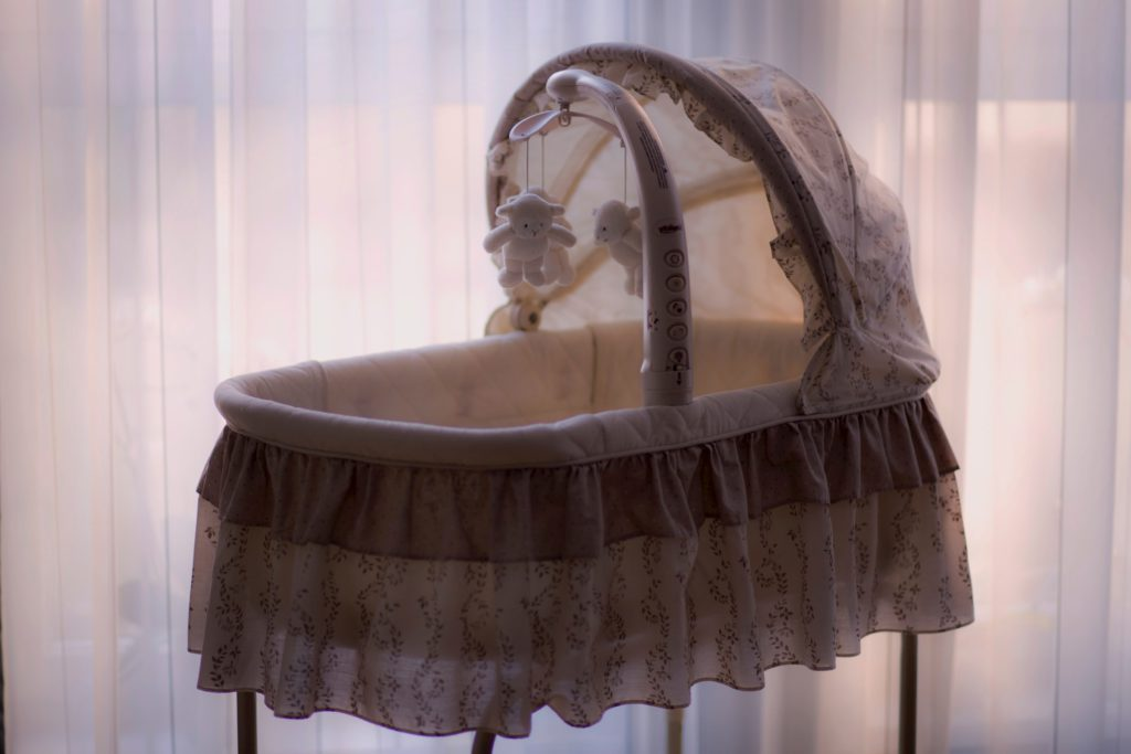 En barnsäng kan vara väldigt bra att ha till en bebis