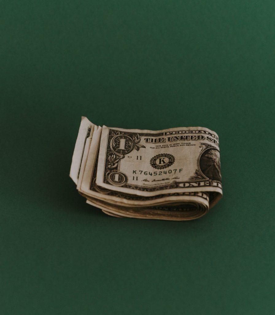 Att ha ett bankkort som barn kan vara ett säkrare alternativ framför kontanter