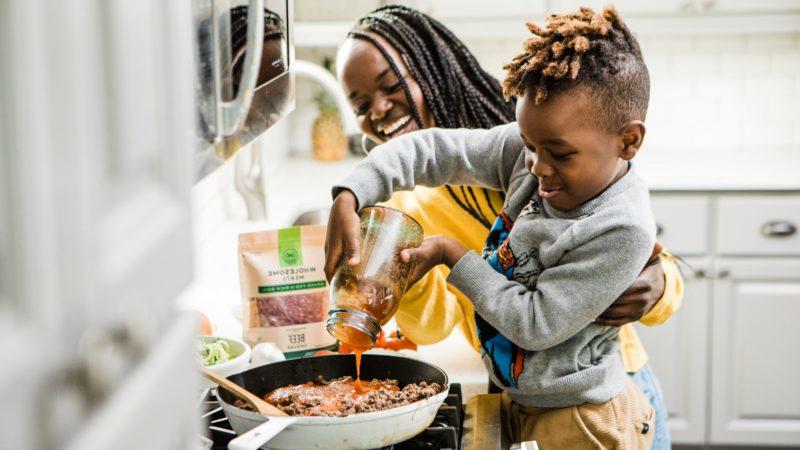 Laga mat med barn som en lärande lek